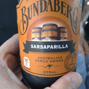 【SARSAPARILLA サルサパリラコーラ】こんなに不味いやつは久しぶりに飲んだ でも、たまに不味いの飲むの好きだったりする