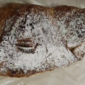 たまにはパン屋さんの菓子パンを。