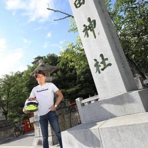 6/25 レーシングドライバー カーレーサー白坂選手が武田神社でレース祈願 新作!風林火山ヘルメットできました
