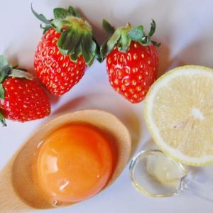 ベタつく肌にイチゴとはちみつと卵黄のパック