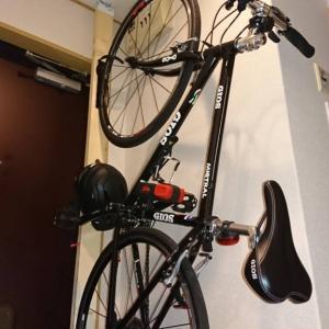 狭いスペースでのクロスバイクの保管方法