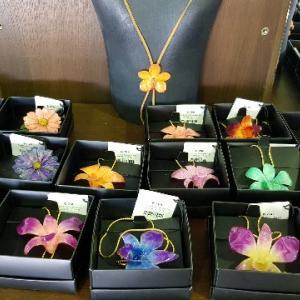 """お花のアクセサリー店3選@チェンマイ/Where to Buy Accessories of """"Royal Orchid Collection"""" in Chian Mai"""