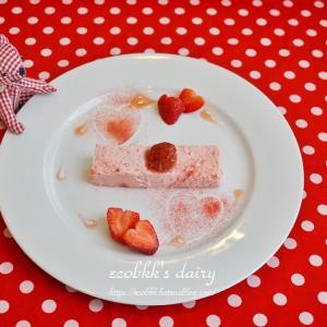 【スイーツづくり】ストロベリーパウダーを使ってデコレーションした苺ムース/Decorating Sweets with Strawberry Powder