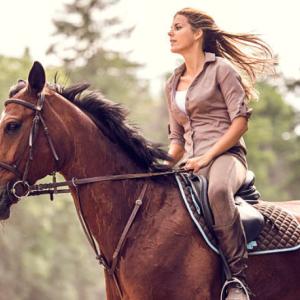 乗馬は胸が垂れる原因になる?女性の方は熟読したほうがいいかも