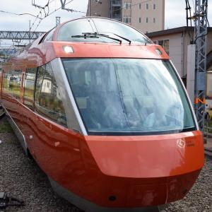 小田原駅に差し掛かるロマンスカー GSE -02