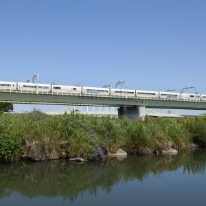 多摩川橋梁のロマンスカー VSE -02