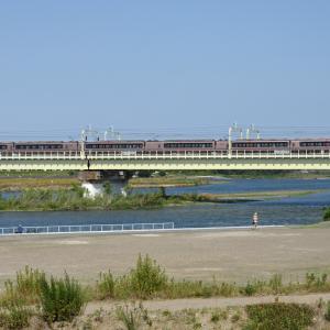 多摩川橋梁のロマンスカー EXE