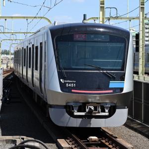登戸駅を通過した小田急5000形