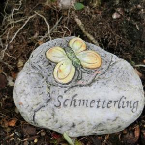 石を使った≪蝶≫――Hallstatt(ハルシュタット)の民家の庭先