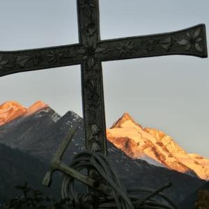 十字架のGroßglocknerに朝日映え