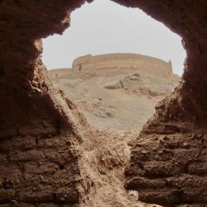 イランYAZD廃墟から見ゆ≪鳥葬の丘≫
