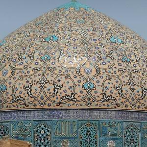 茫々と空になだれるモスクドーム
