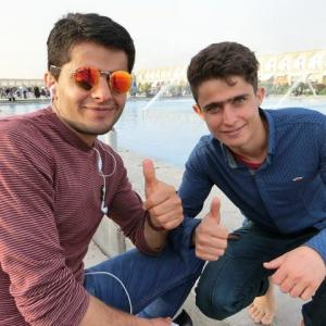 ESFAHAN古都にくつろぐイラン若者
