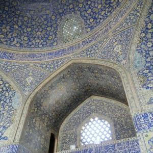 モスク内たしかに一つの宇宙あり