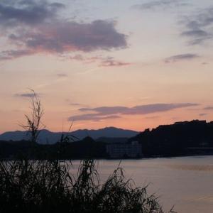 蘇東坡の西湖の入り日いざさらば