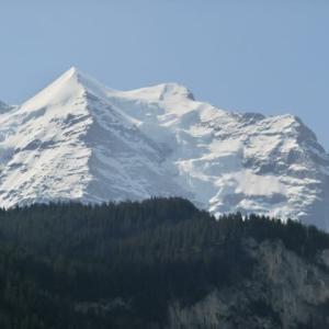 さあいよいよ登ろうかあの雪山へ