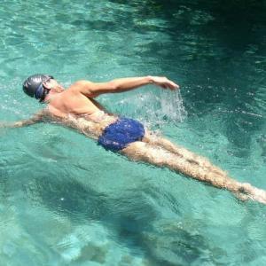 バリ島の暑き午後なりホテルにて