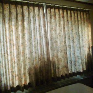 居間のカーテン