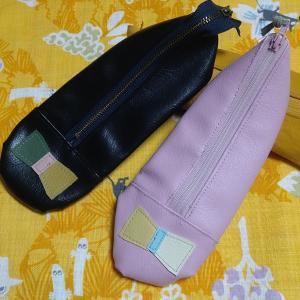 靴の形の合皮ペンケース