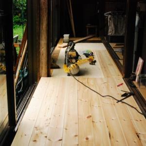 日曜日のDIY。床板貼り終わり。続いて・・・