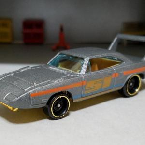 Plymouth ROAD RUNNER SUPERBIRD (Hot WHeels)