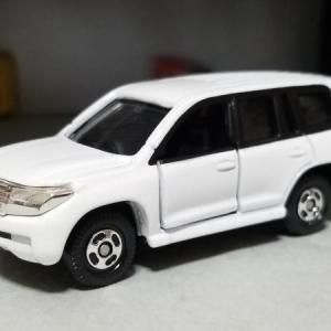 トヨタ UZJ200W ランドクルーザー AX (トミカ)