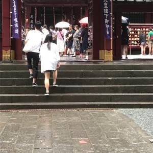 凛とした空気の張りつめた箱根神社。ゴルフ観戦と共に。