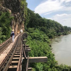 バンコクからカンチャナブリーへ列車での観光旅行|かかって来なさい!タイランド