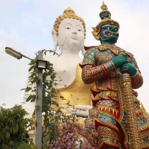 チェンマイ 願い事が必ず叶うらしいお寺「ワット・プラタート・ドーイカム」|かかって来なさい!タイランド