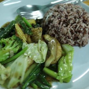 チェンマイ 「J Yai Organic Vegetables」新鮮なオーガニックの野菜を提供するローカル食堂 かかって来なさい!タイランド