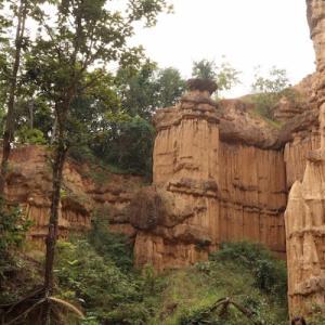 チェンマイ リアルグランドキャニオン 大自然が生んだ彫刻 ポーチャーの崖|かかって来なさい!タイランド