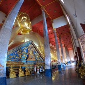 ワット・バンプリー・ヤイナイとタイ最大級の涅槃仏 かかって来なさい!タイランド