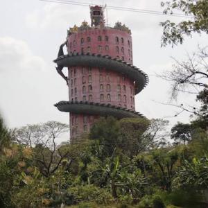 超巨大龍が巻きつく塔 ワットサムプラン かかって来なさい!タイランド
