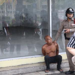 逮捕の現場に遭遇|かかって来なさい!タイランド