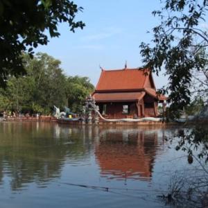 パトゥムタニにある美しいお寺 ワット・パークローン11|かかって来なさい!タイランド