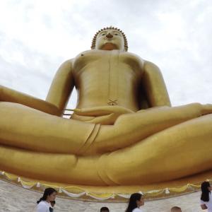 世界一大きい座仏像があるワットムアン、アントーン県|かかって来なさい!タイランド