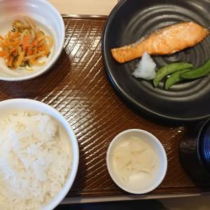 ガストでモーニング!焼き鮭朝定食(ガスト)