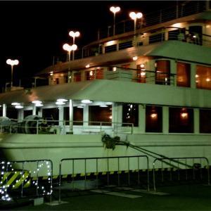 【レビュー】船上のサプライズ!シンフォニークルーズで記念日デートを盛り上げよう!