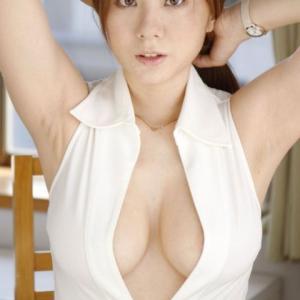 【画像】麻美ゆま(18)のおっぱいのハリ、やばすぎるwwwwwww