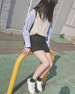 女子高生「ガラス張りの床に上がったら下からパンツ丸見えだったw」パシャ