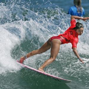 【画像】女子高生サーファー、海で発見されるwwwww