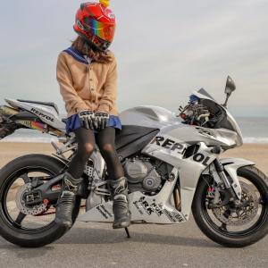 【悲報】JKさん、バイクに乗って逝くwwww【画像】