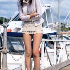 【画像】スカート履いた女の子のドスケベなポーズwww