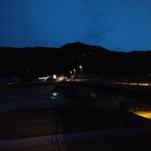 坂戸山に百八灯ともる