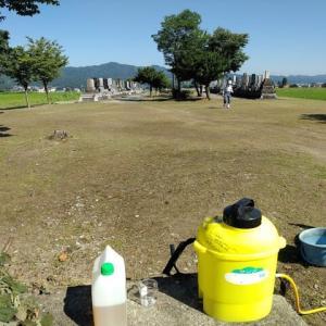 共同墓地の除草剤散布