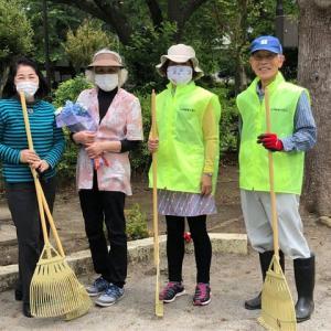 公園清掃で汗を流す  終了後は農園で昼食会