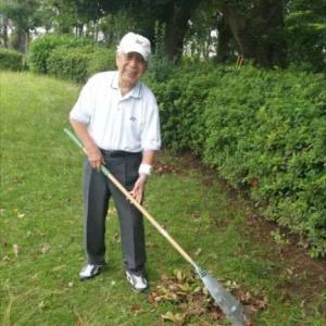連日の強風で小枝が散乱   元気村が恒例の公園清掃
