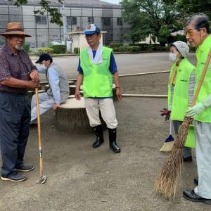 ペットボトルやマスクも   元気村「公園清掃隊」が取り除く