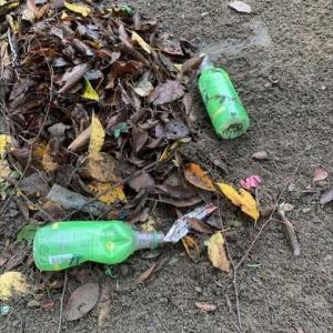 ゴミが散乱する児童公園    子供たちのマナー教育が必要に