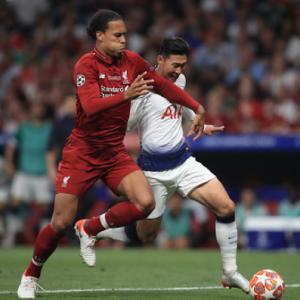 サッカーの一対一の守備で簡単に抜かれない方法とは?